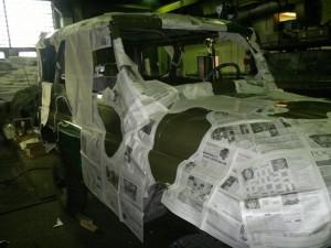 Процесс покраски автомобиля в камуфляж