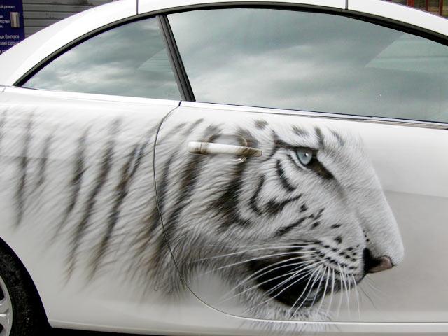 Аэрография на белом автомобиле