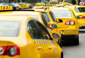 Оклейка автомобиля желтой пленкой