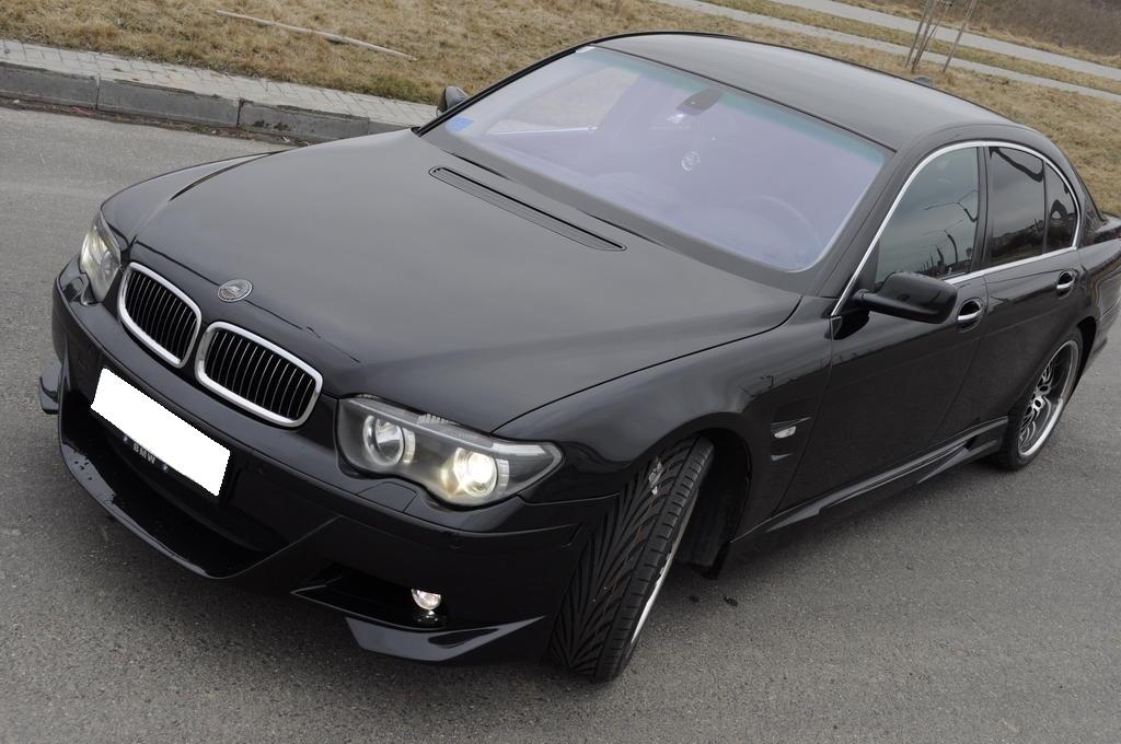 Новый стиль оформления машины 2005 года, заметно изменился бампер и форма фар