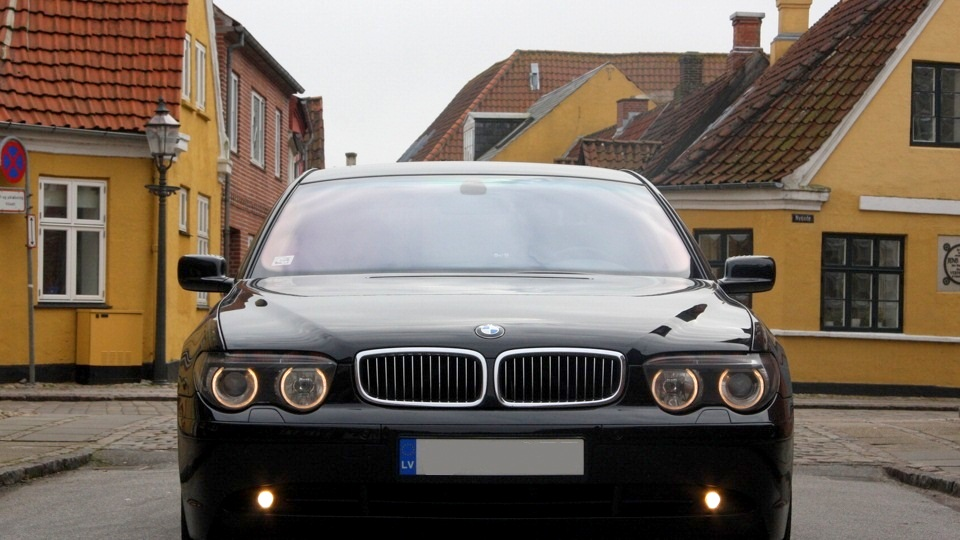 Обзор автомобиля БМВ серии 7 в кузове е65